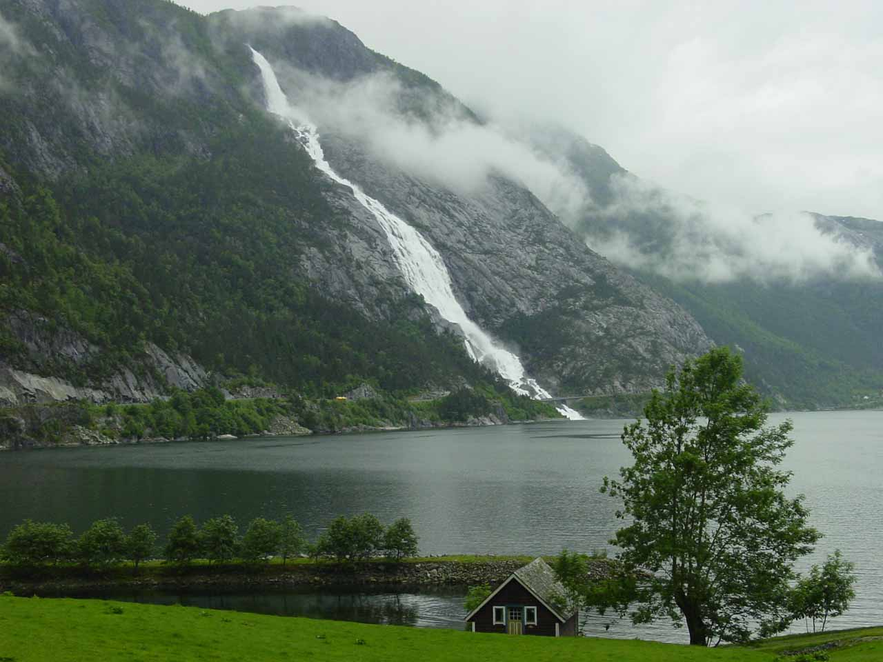 The waterfall we visited just prior to entering Oddadalen was Langfoss seen here tumbling over the Åkrafjord