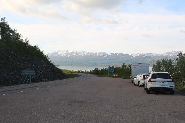 Lappland_008_07072019 - Looking back at the huge pullout with plenty of room for several cars near the Silverfallet by Björkliden