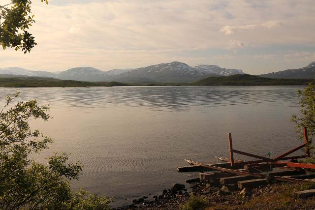 Lappland_084_07072019 - As I was leaving Silverfallet, I noticed more rest stops including this popular spot looking towards the northern shore of Torneträsk