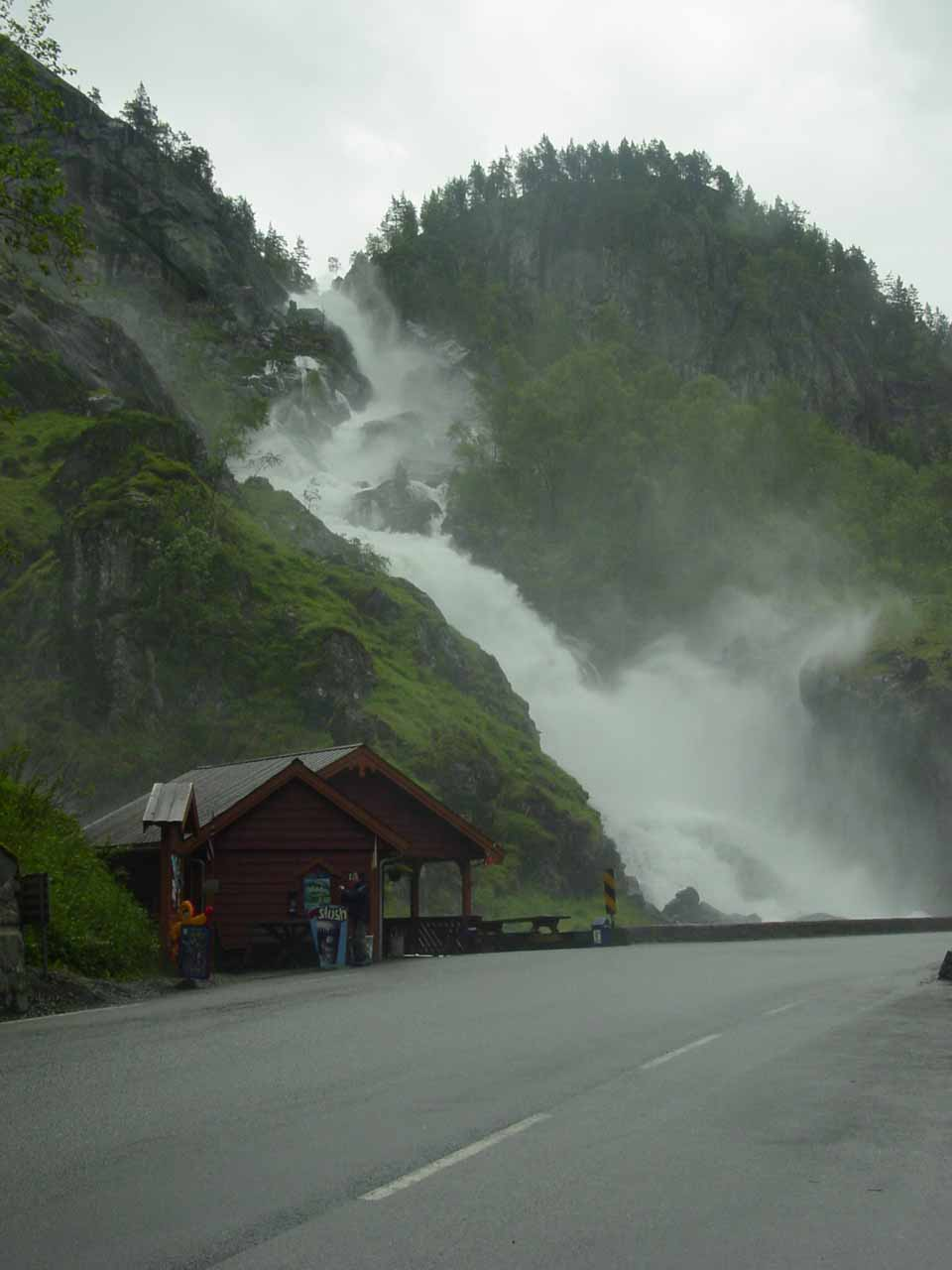 Approaching Latefossen from the car park