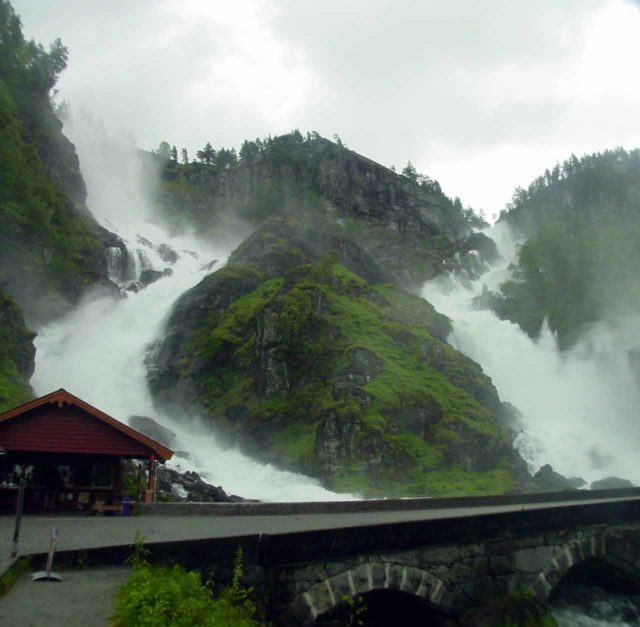 Latefossen_002_cropped2_06242005