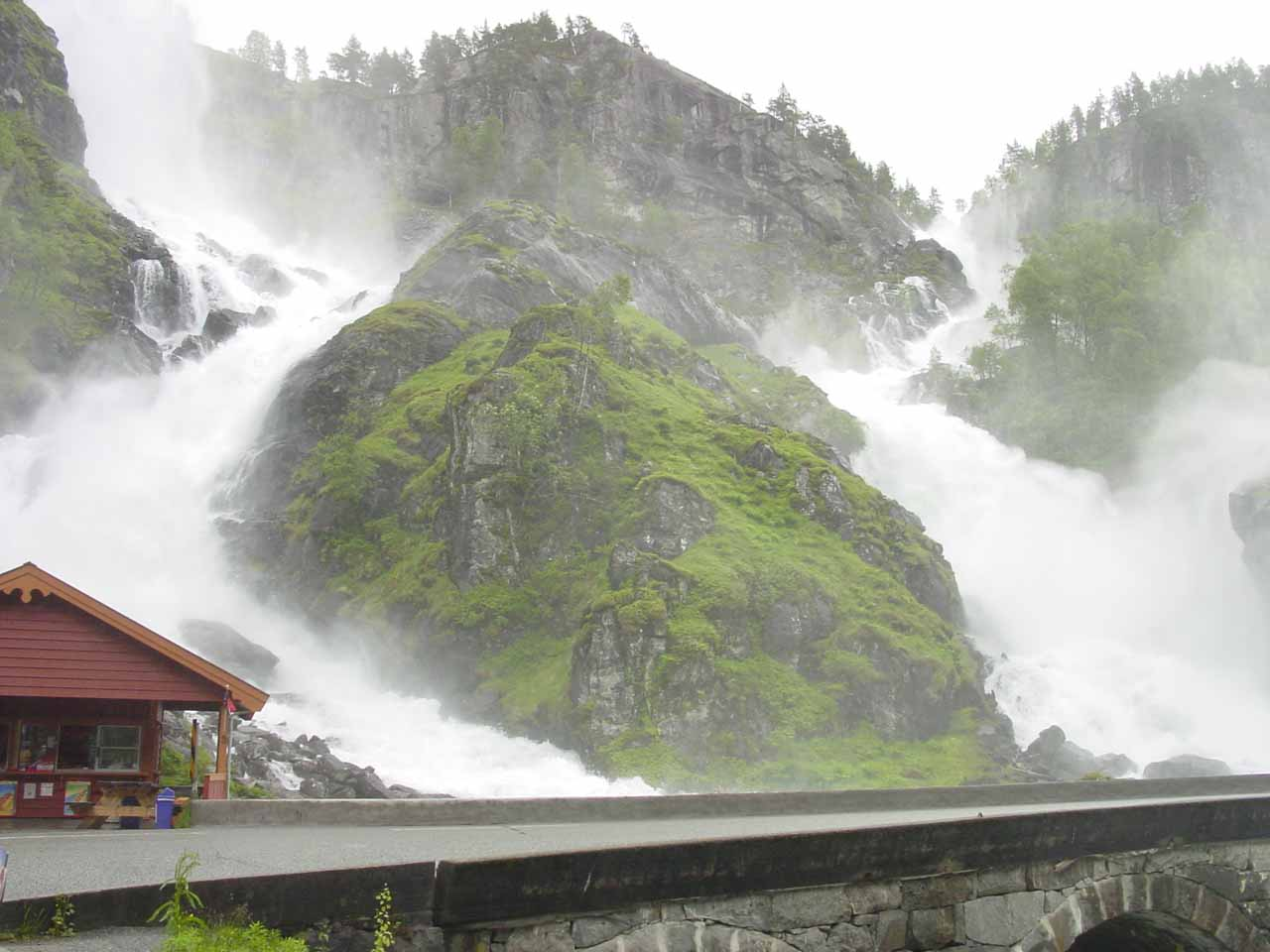 Not far to the northeast of Langfoss was the Odda Valley (Oddadalen), which featured numerous major waterfalls, including Låtefossen, which is pictured here