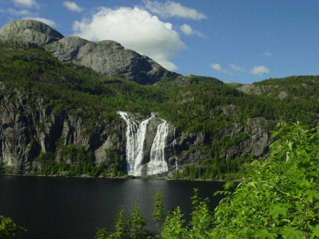 Laukelandsfossen_001_06292005 - Laukelandsfossen