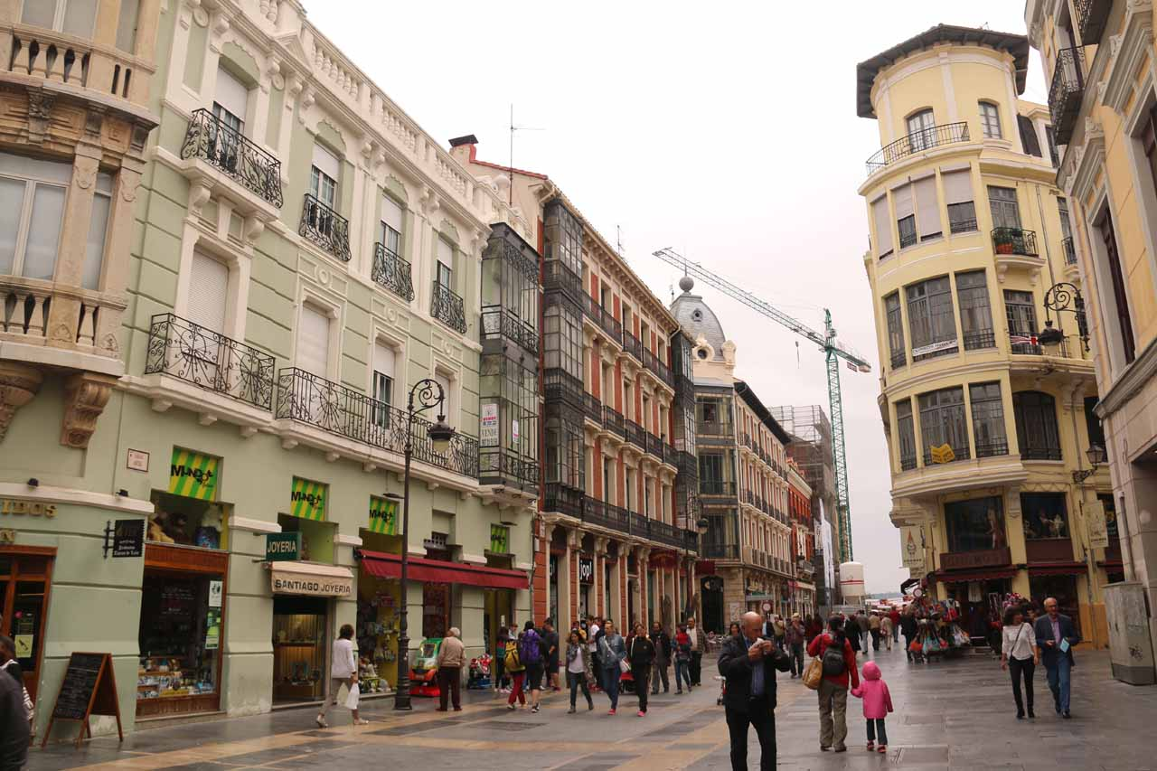 Walking along Calle Ancha towards the Catedral de Santa Maria de Leon