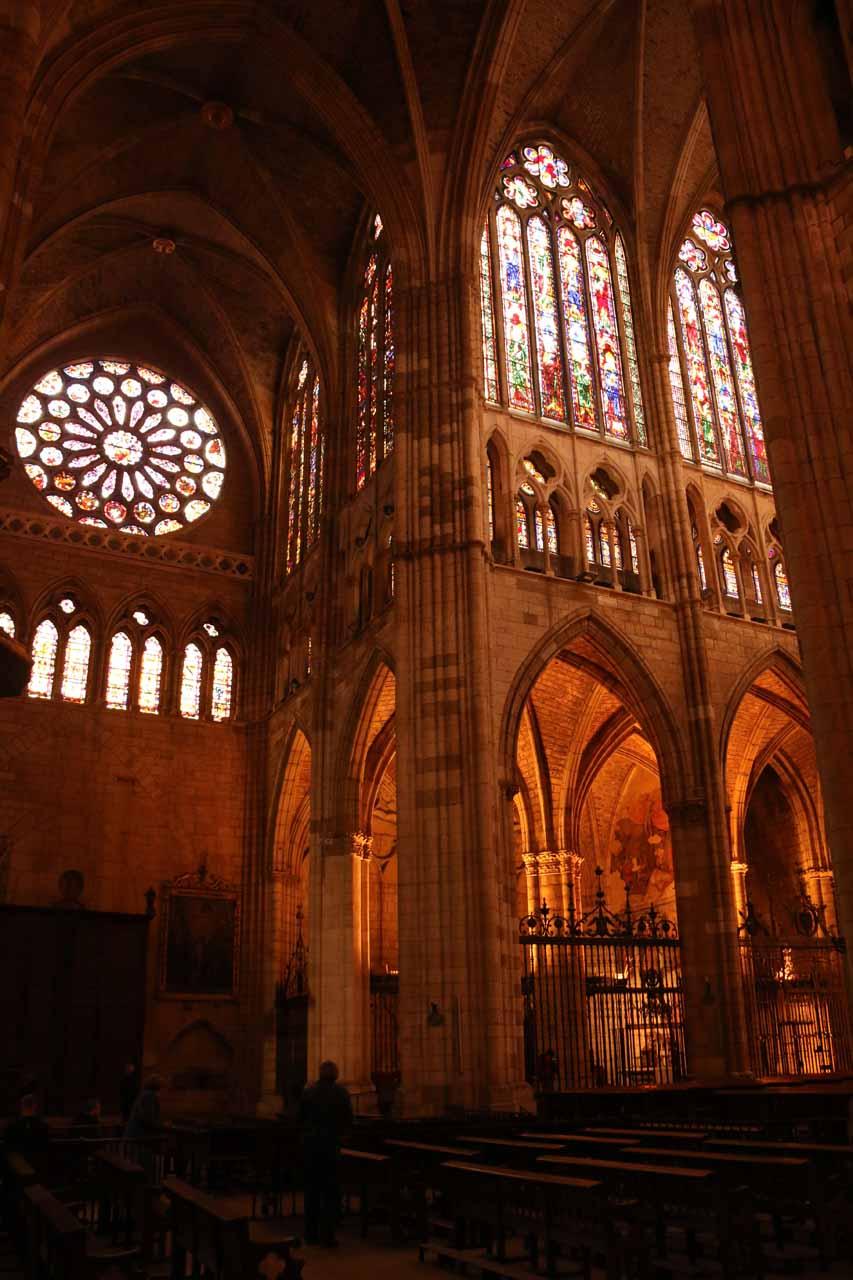 Looking across the Catedral de Santa Maria in Leon near the main altar