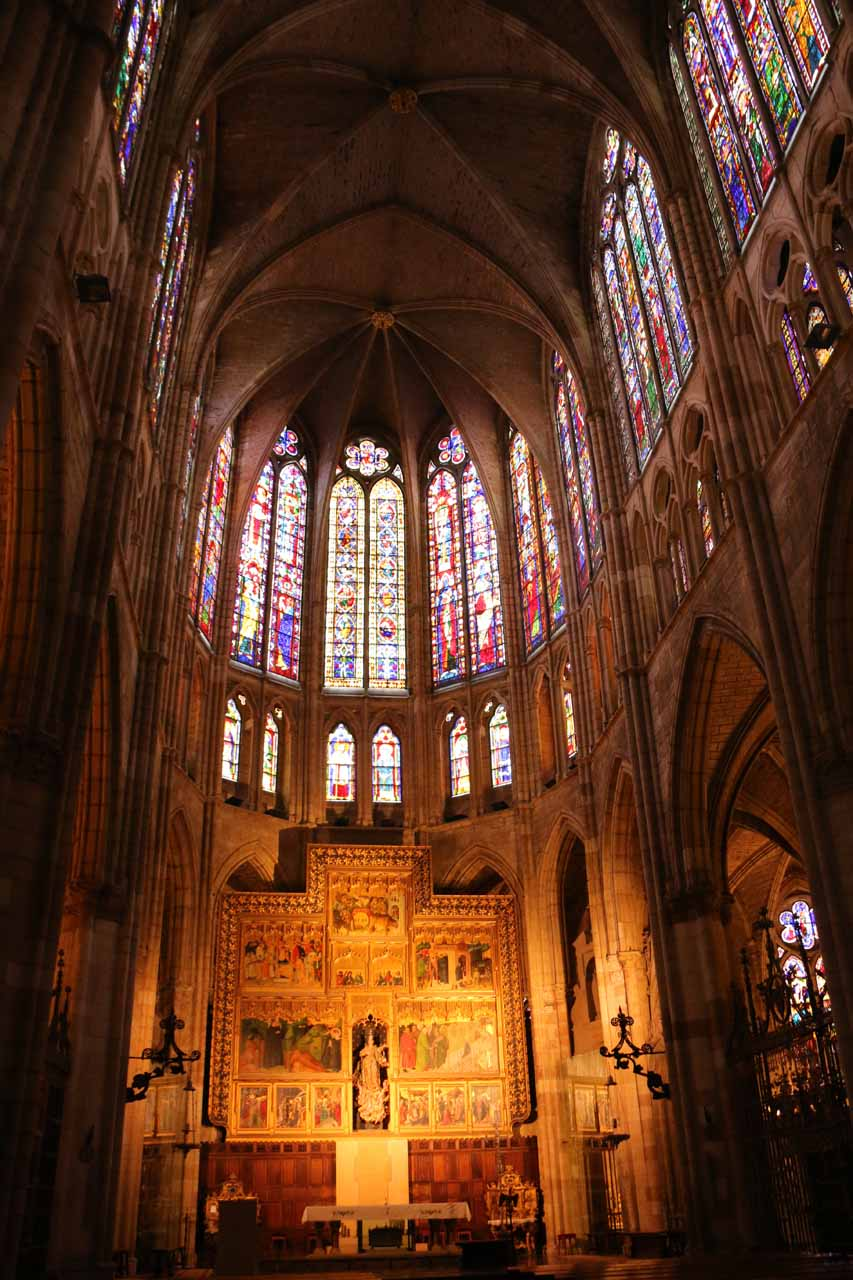 Closer examination of the stained glass windows above the main altar of the Catedral de Santa Maria in Leon