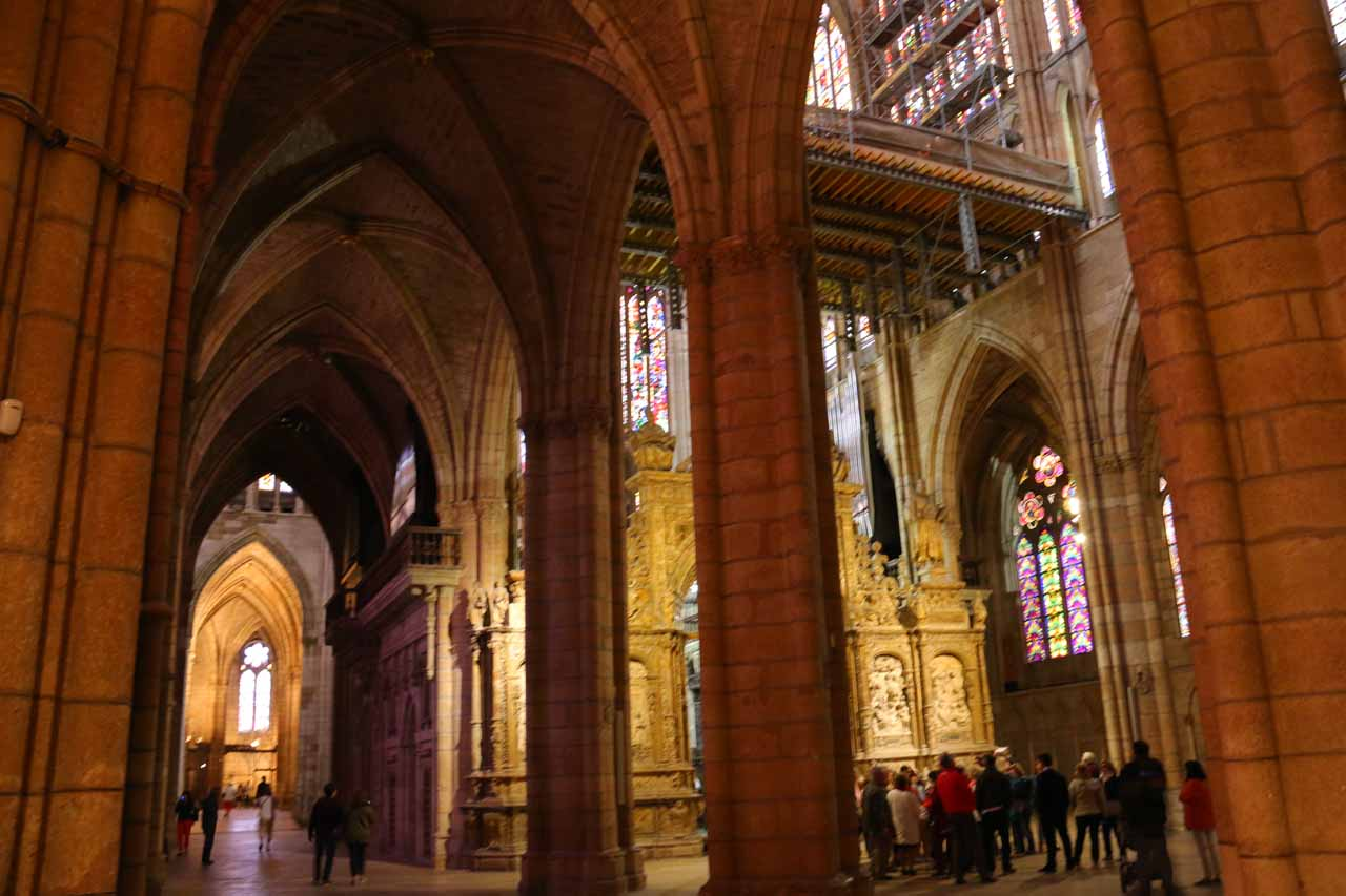 Looking around at the general entrance area of the Catedral de Santa Maria in Leon