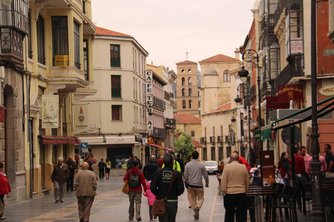 Walking along Calle Ancha as we headed towards the Basilica de San Isidro in Leon