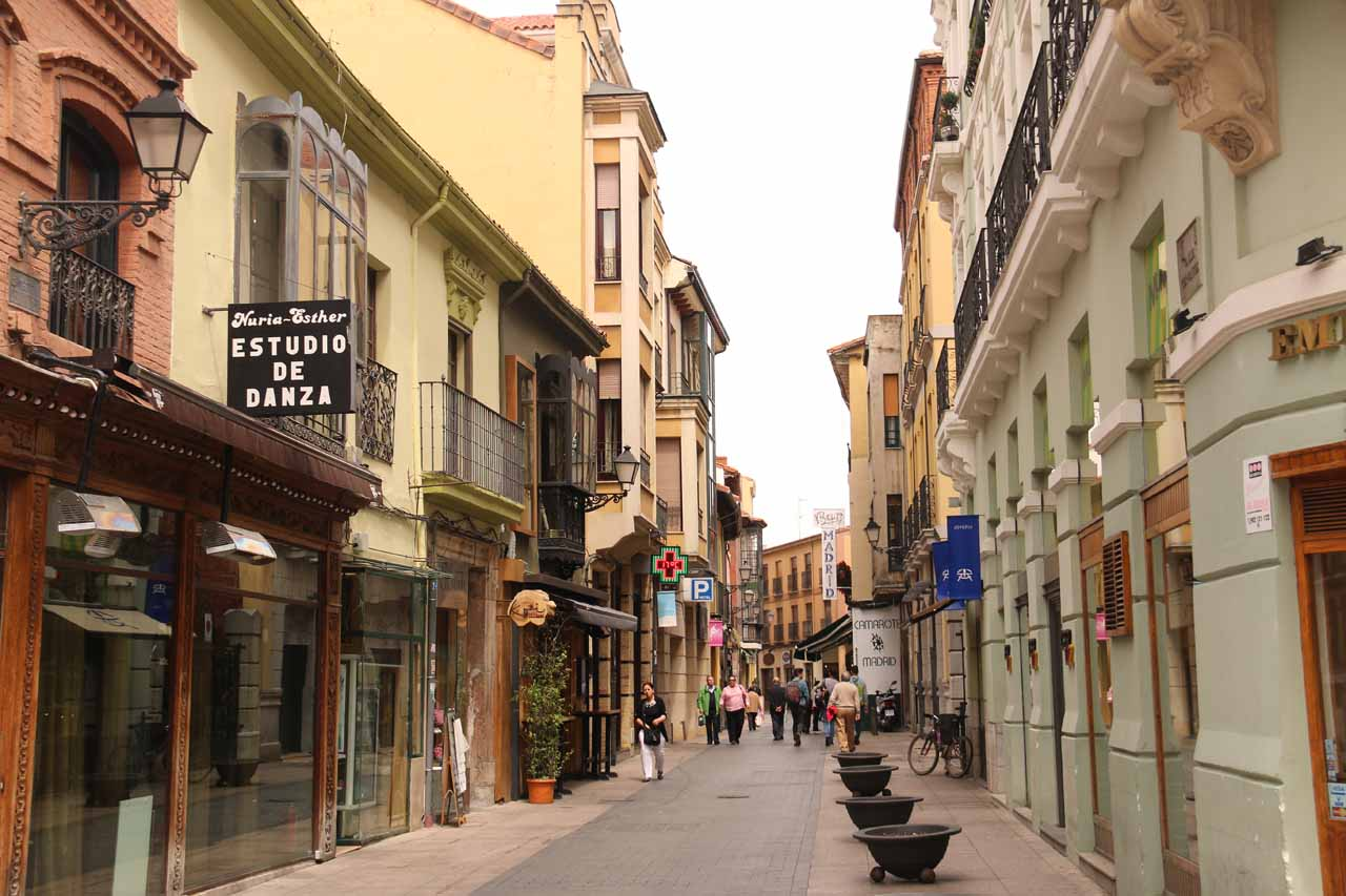Now headed back towards Calle Ancha in search of a quick lunch before we'd leave Leon