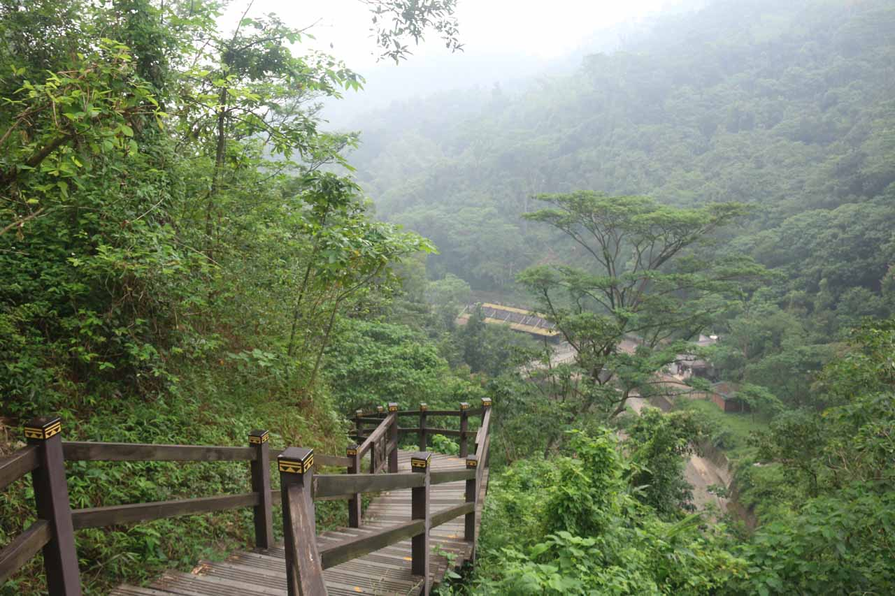 The descent leading down to the bridge before the first Liangshan Waterfall