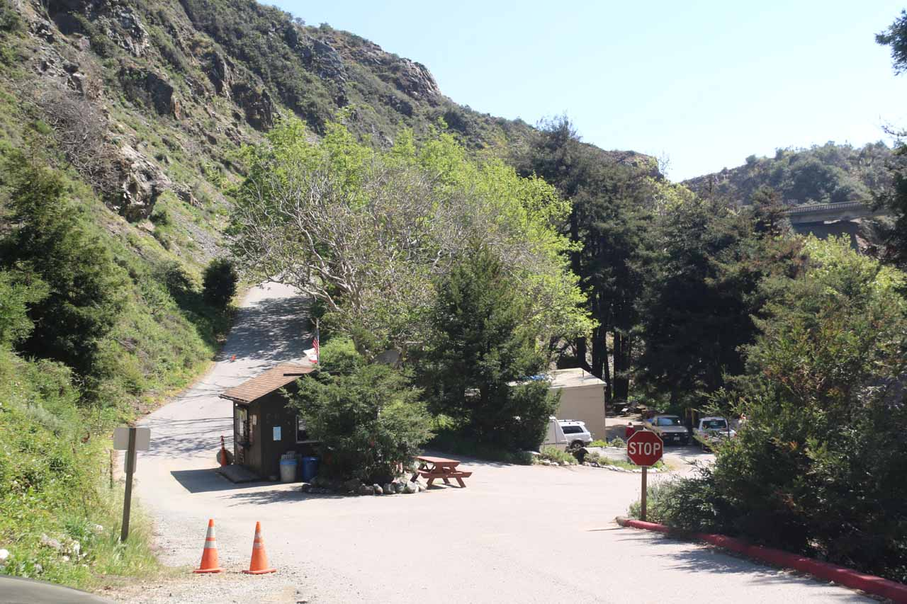 Looking back at the entrance kiosk from the car park for Limekiln State Park