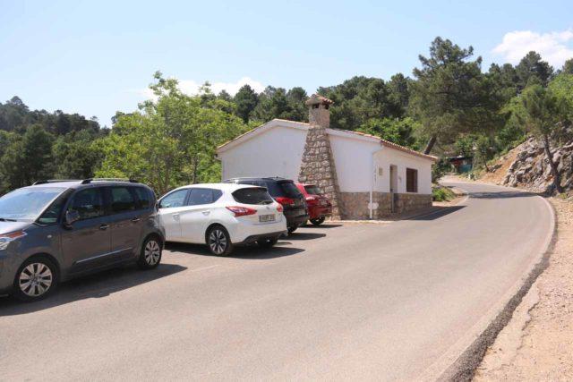 Linarejos_013_05292015 - The car park at the trailhead for the short hike to the Cascada de Linarejos