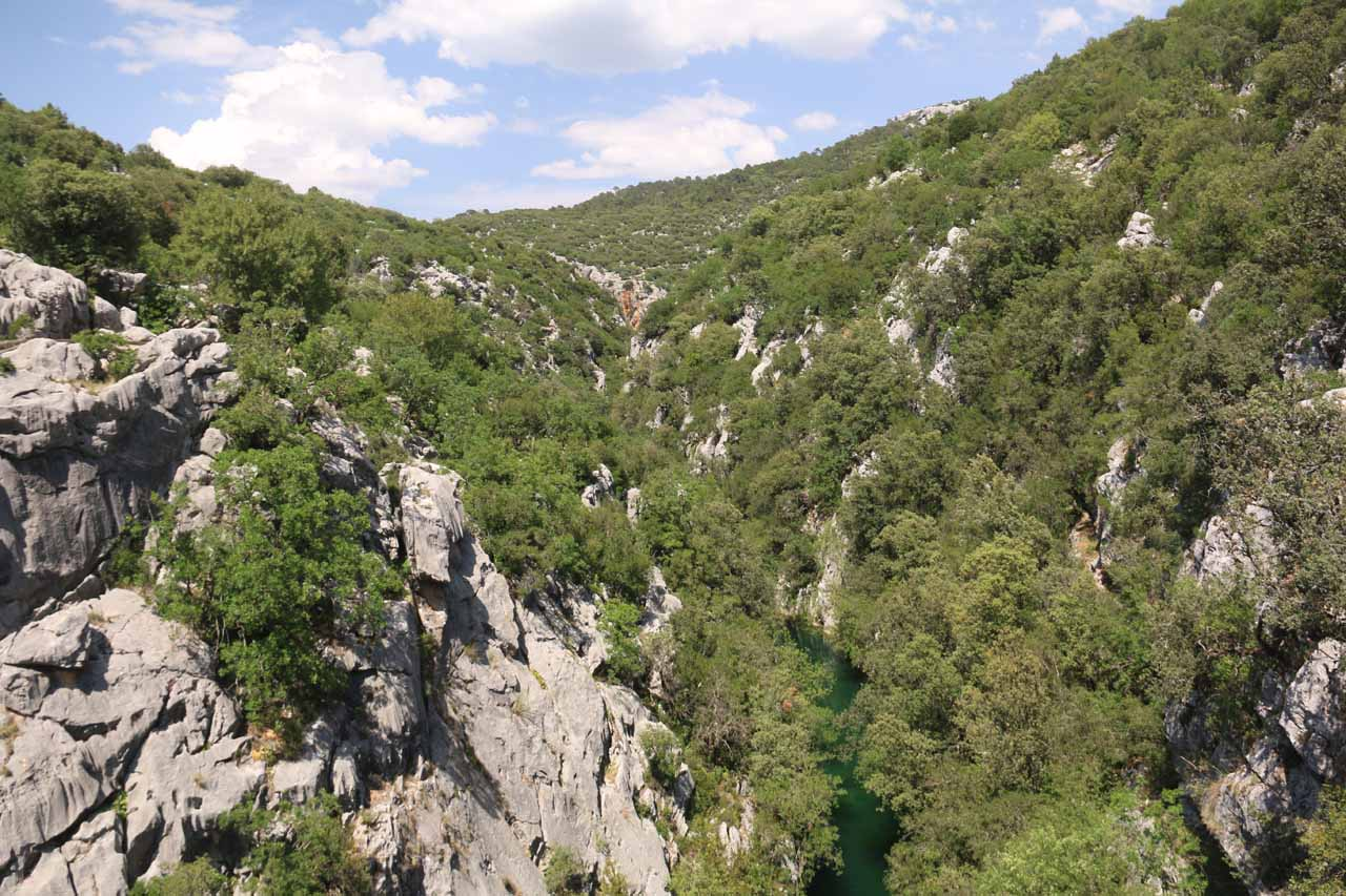 Looking over the Río Guadalquivir and its gorge from the bridge by the trailhead for Cascada de Linarejos