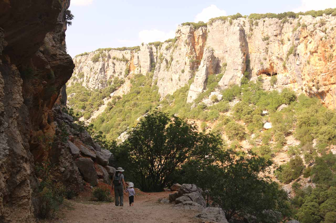 Julie and Tahia continuing on beneath vertical cliffs in search of the Cascada de Linarejos