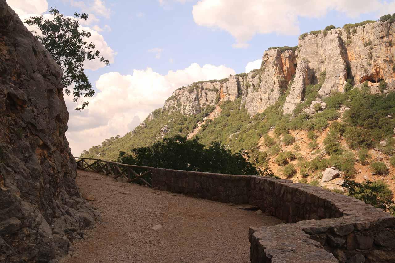 The hiking trail near the mirador for Cascada de Linarejos
