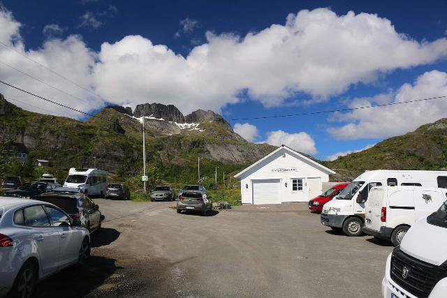 Lofoten_249_07032019 - The very busy car park at the Munkebu and Tindstinden Trailhead behind the town of Sørvågen