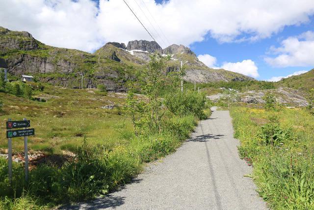 Lofoten_250_07032019 - The start of the trail to Munkebu as well as the Sørvågen Waterfall