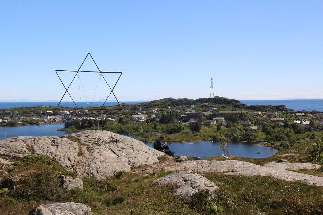 Lofoten_292_07032019 - The view in the other direction towards the wiry Star of David as well as the Sørvågvatnet and the town of Sørvågen
