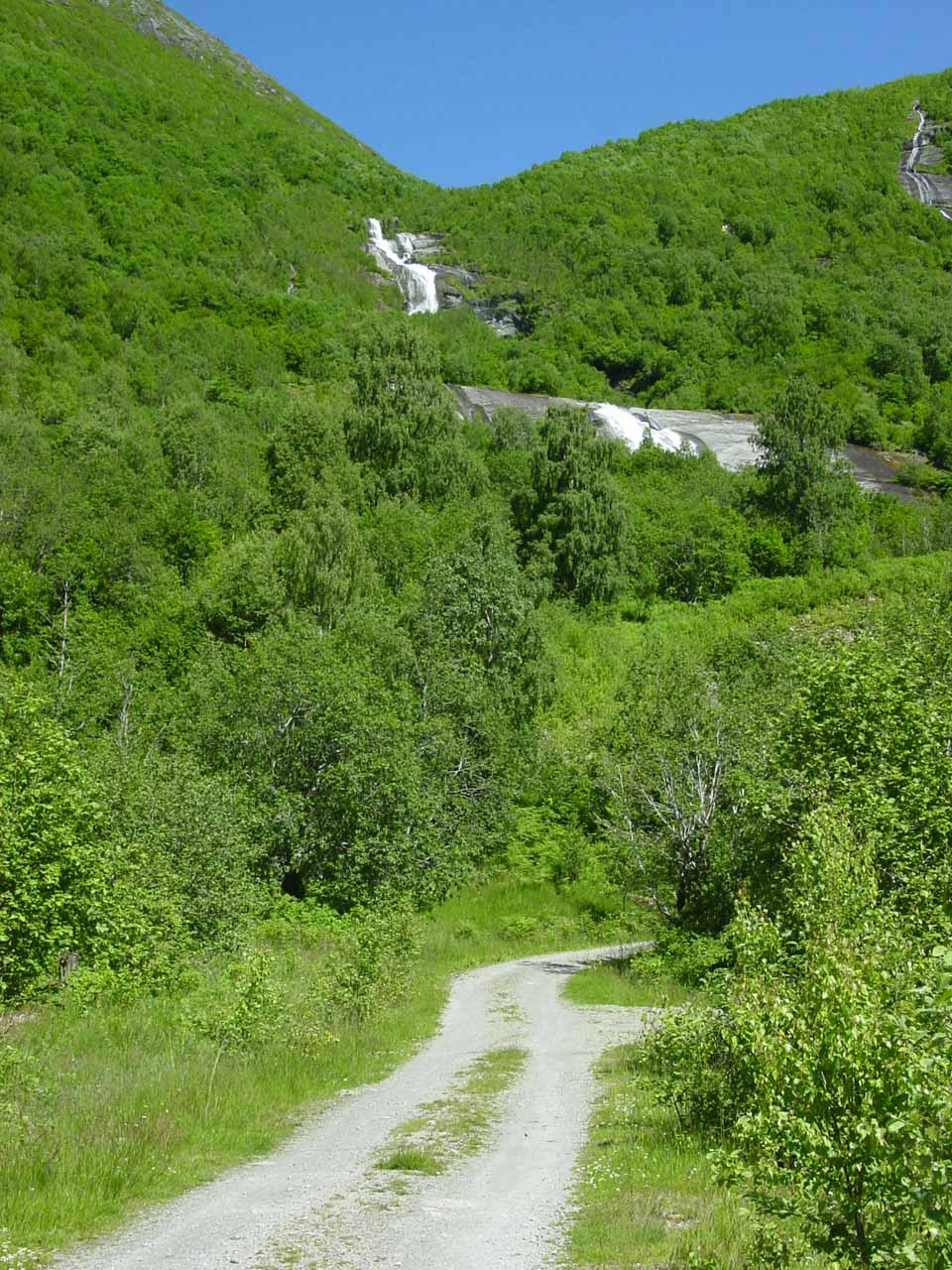 About to go up the very narrow and steep road into Bødalen