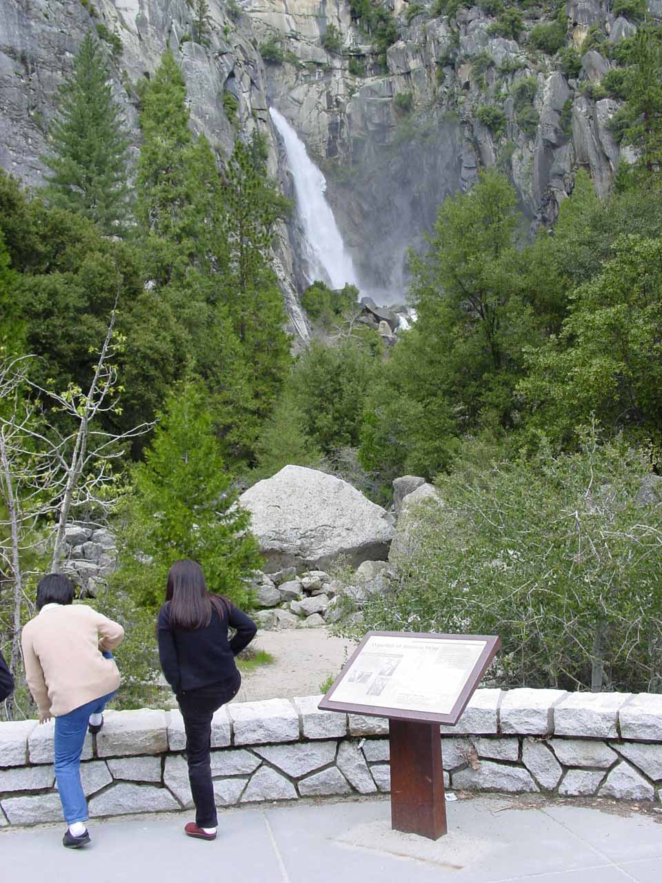 Cascade Falls from the official viewpoint in context in April 2005