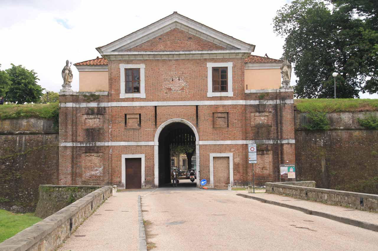 Entering the Porta di San Donato