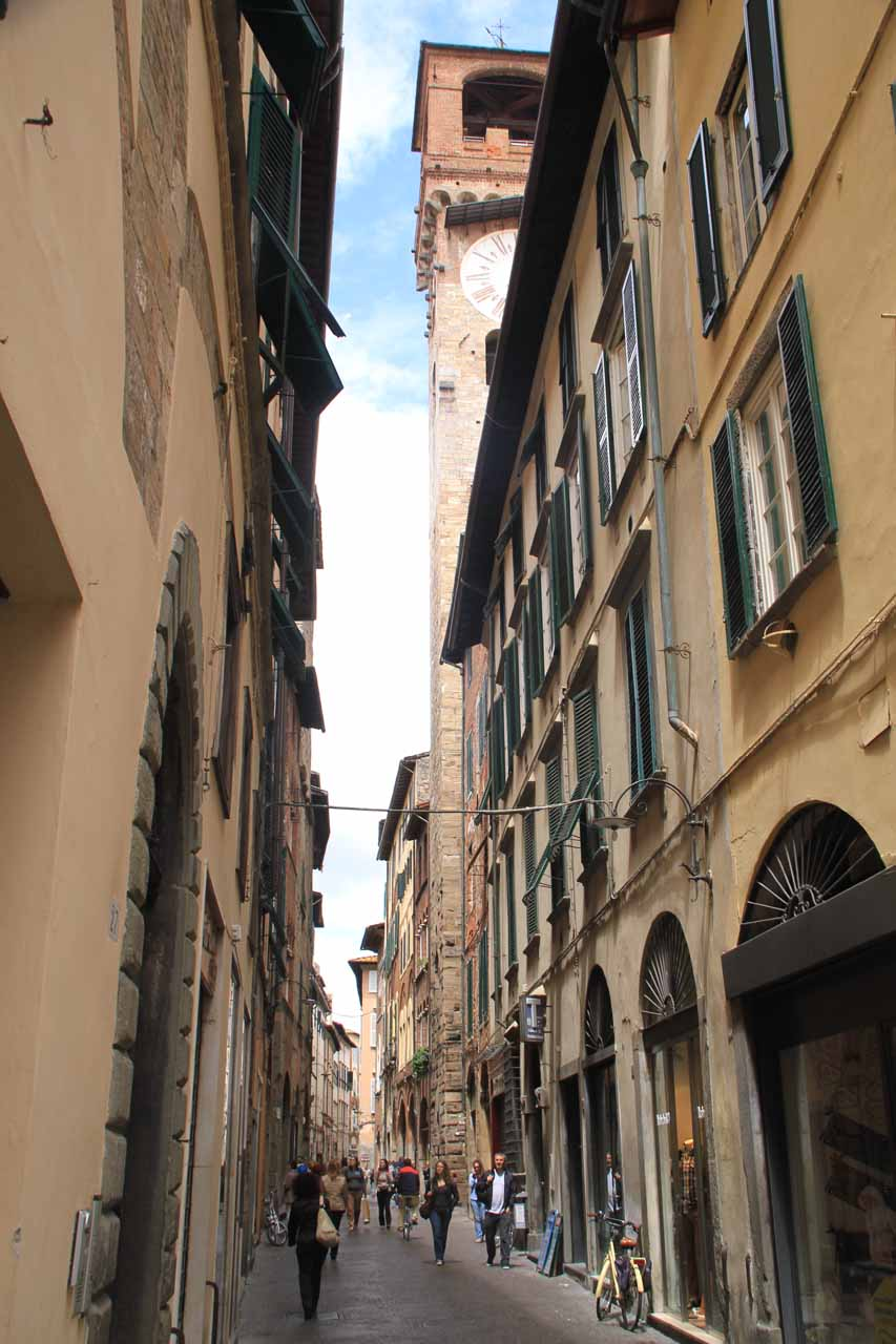 Back on the main thoroughfare along Via S. Croce in Lucca