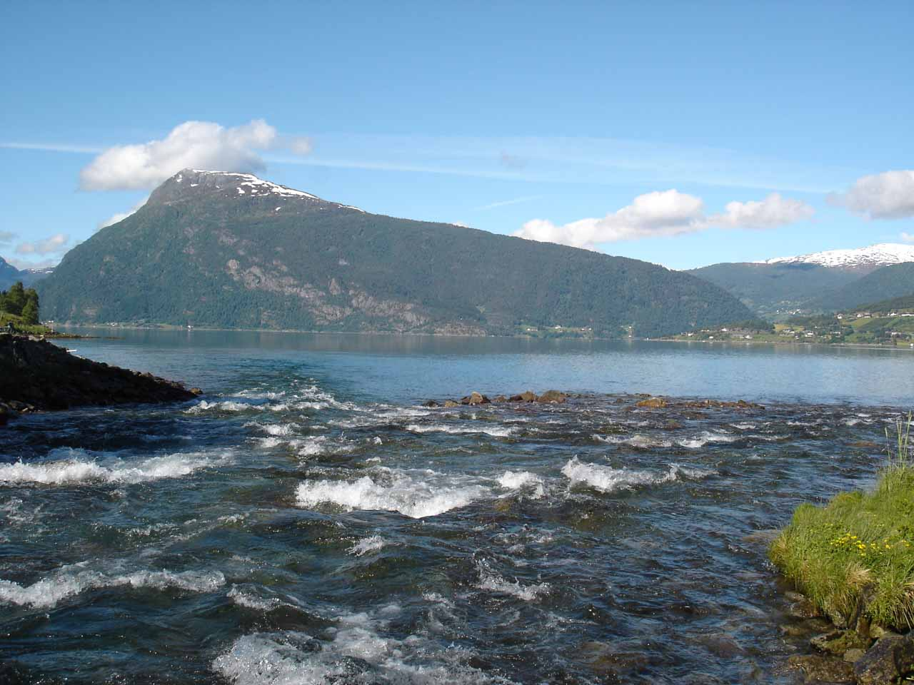 Back at the confluence of where the watercourse of Feigefossen joined Lustrafjorden