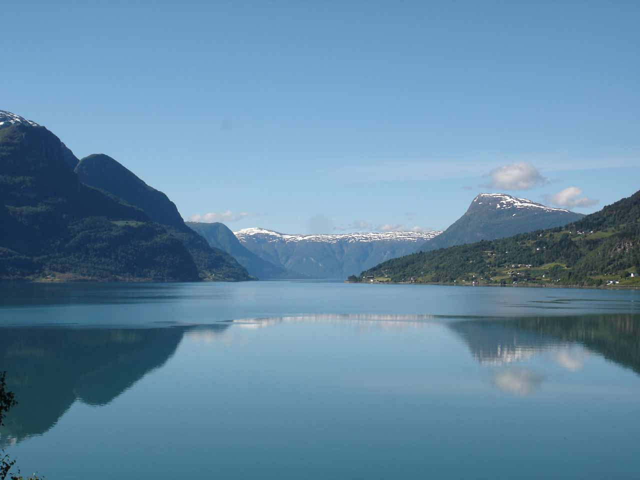 As we were heading further south towards Kvinnafossen, we would be driving along the northern banks of Sognefjorden, the longest fjord in Norway