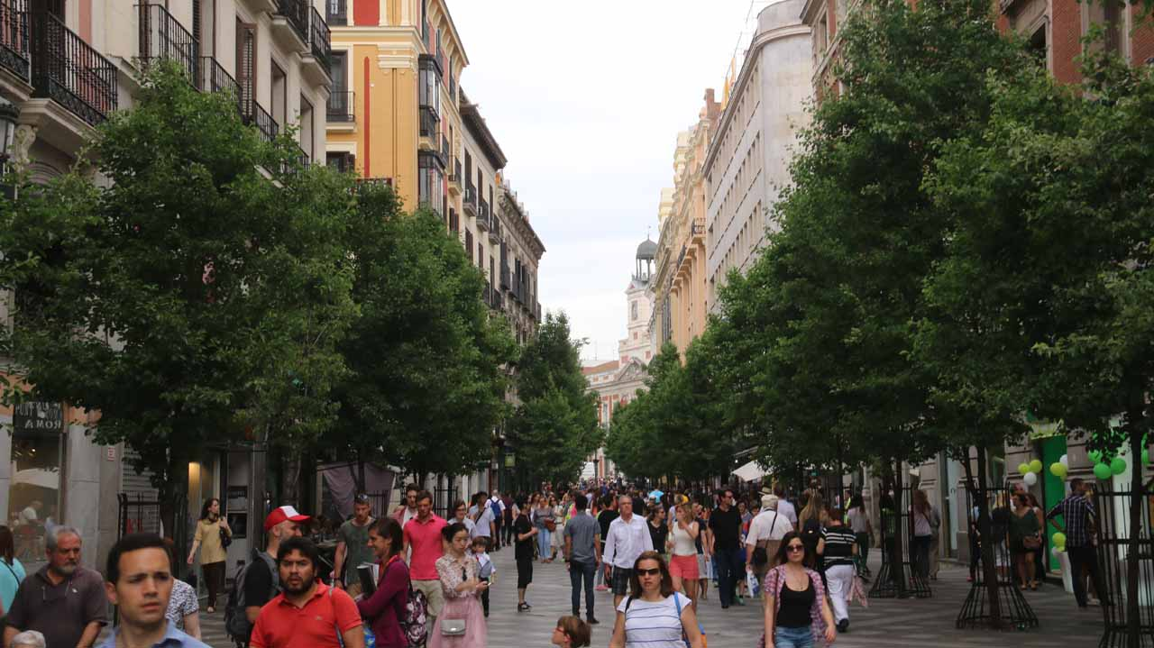 Further along the Calle del Carmen