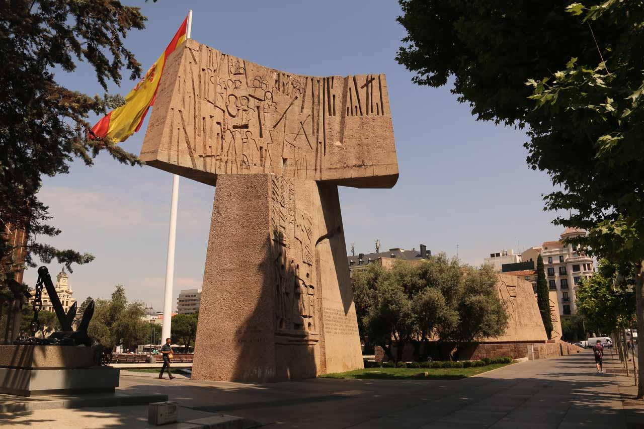 Some interesting monuments near the Casa de America