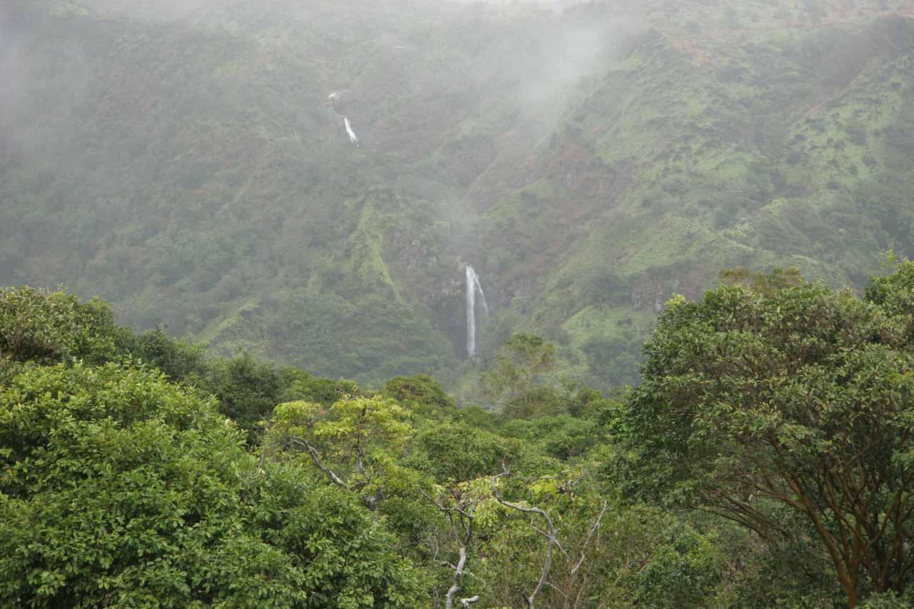 Makamakaole Falls