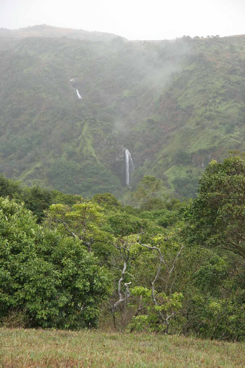 More contextual view of the Makamakaole Falls