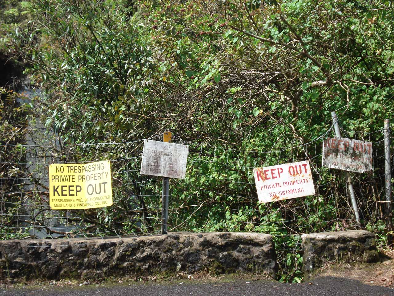 Lots of No Trespassing signs at Makapipi Falls
