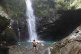 Maolin_Valey_Waterfall_082_10292016 - A group of dudes were having a swim in the plunge pool beneath the Maolin Valley Waterfall