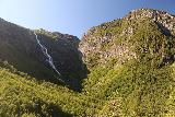 Mardalsfossen_081_07162019 - Contextual view of Yste Mardalsfossen and neighboring cliffs