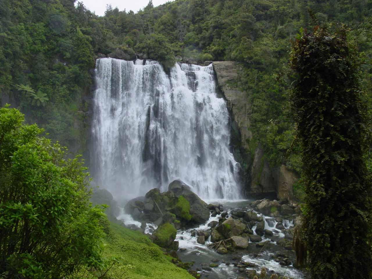 Marokopa Falls seen in November 2004