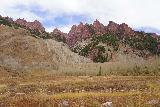 Maroon_Bells_015_10192020 - Looking towards the west at some reddish peaks surrounding Maroon Lake