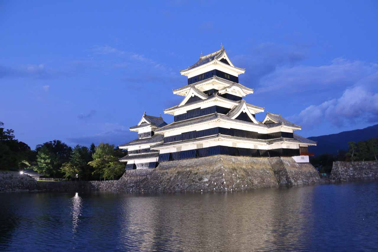 We drove towards the Jofu Falls from the city of Matsumoto (where we were staying), which was famous for its castle