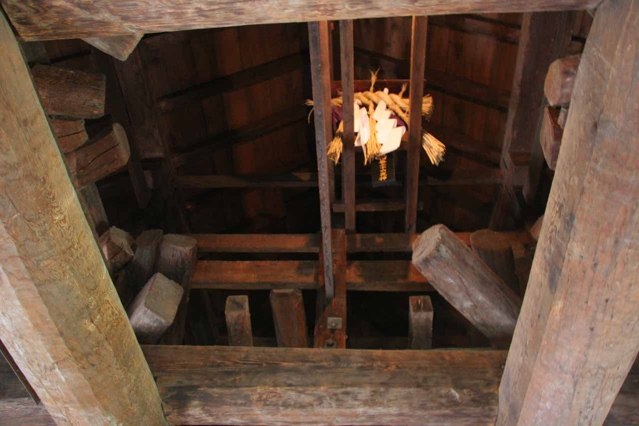 Looking up at a Blair-Witch-type rope thingie at the top floor of the Matsumoto-jo