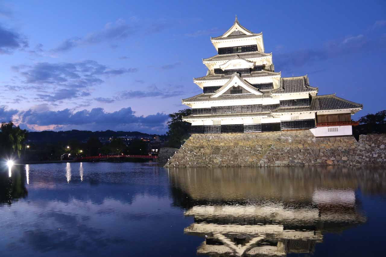 The Shoji Falls was under a couple hours drive south of Matsumoto, which is well-known for its wooden castle as shown here