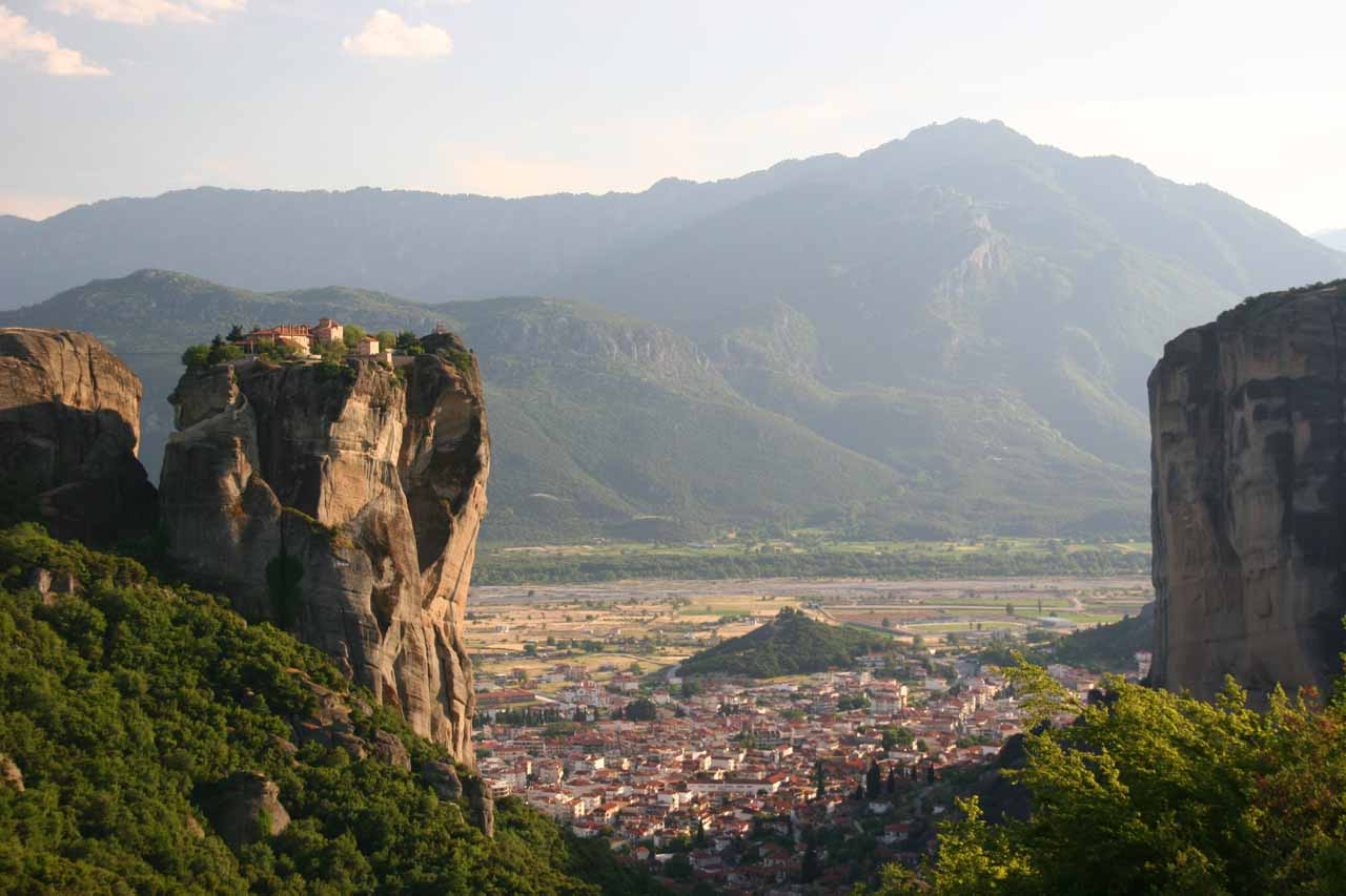 Before driving all the way to northern Greece and Thessaloniki, we visited the cliffhugging and vertigo-inducing monasteries at Meteora