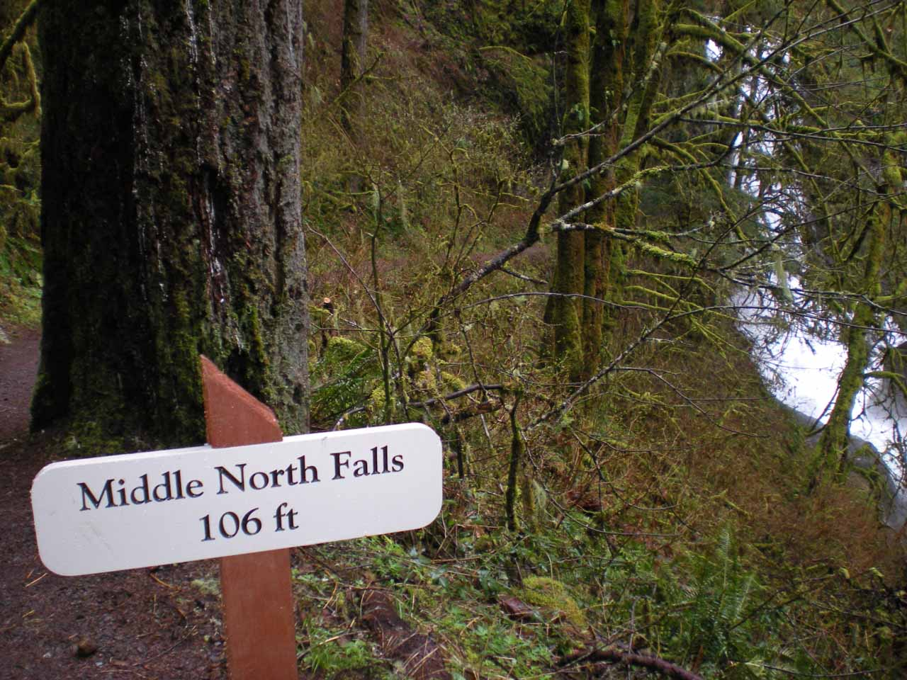 Signpost indicating Middle North Falls is 106ft