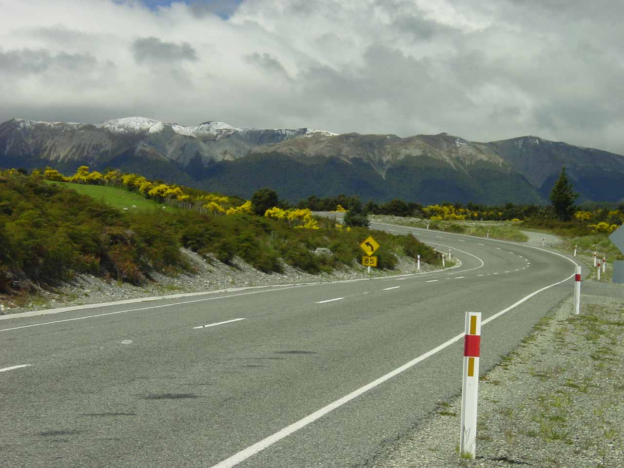 Curve in the Milford Highway as we were flanked by beautiful mountains on our way back to Te Anau