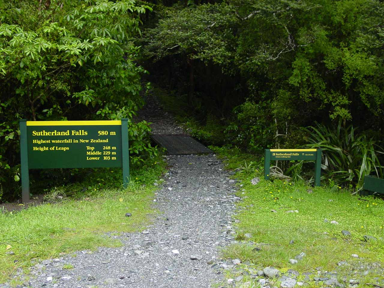 Signage at the start of the Sutherland Falls track from the Quintin Lodge