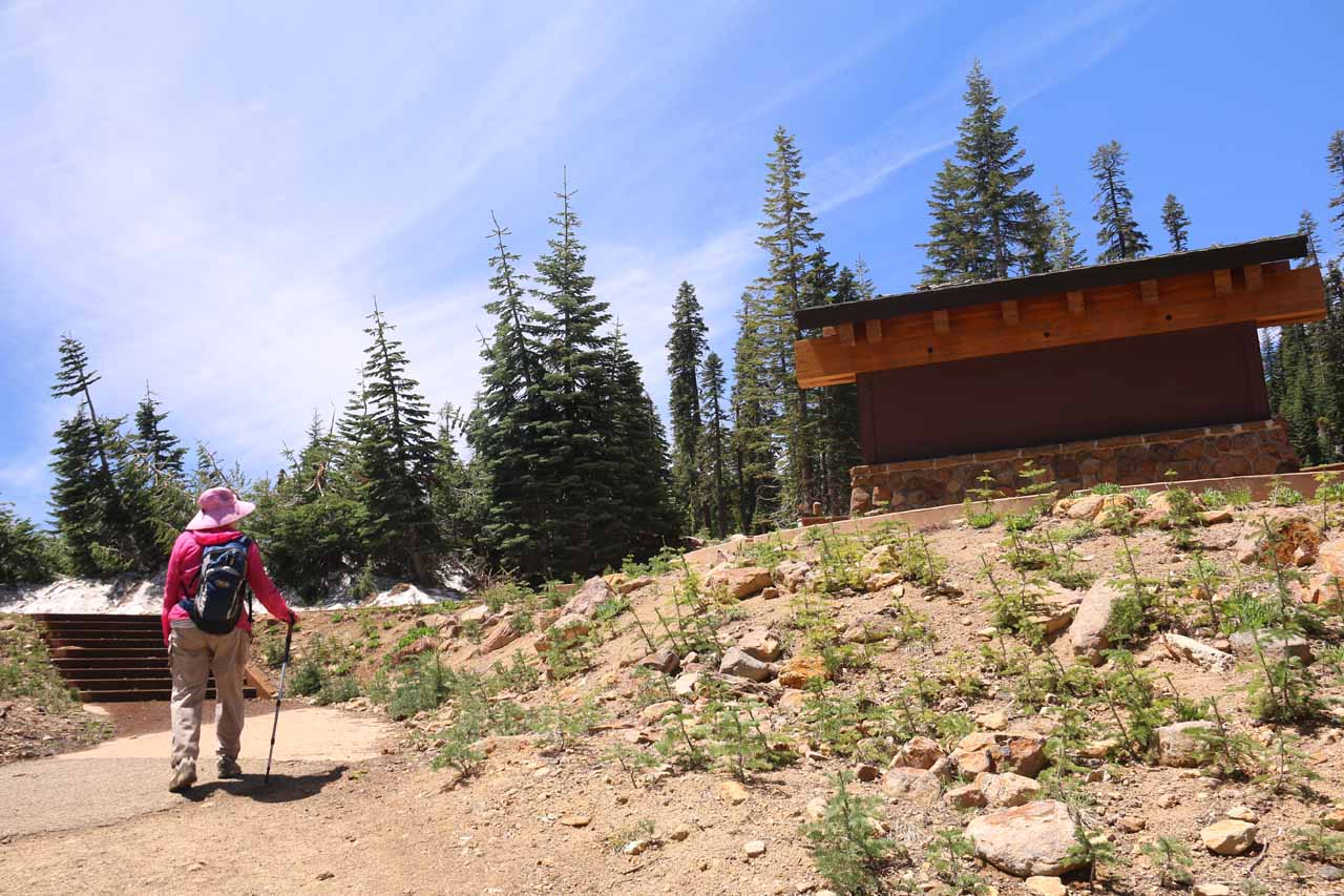 After 2.5 hours away, we finally made it back to the trailhead as we approached the familiar amphitheater