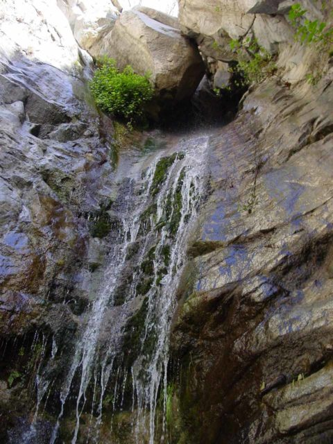 Millard_Falls_008_12292002 - Looking up at the jumble of boulders wedged above Millard Falls