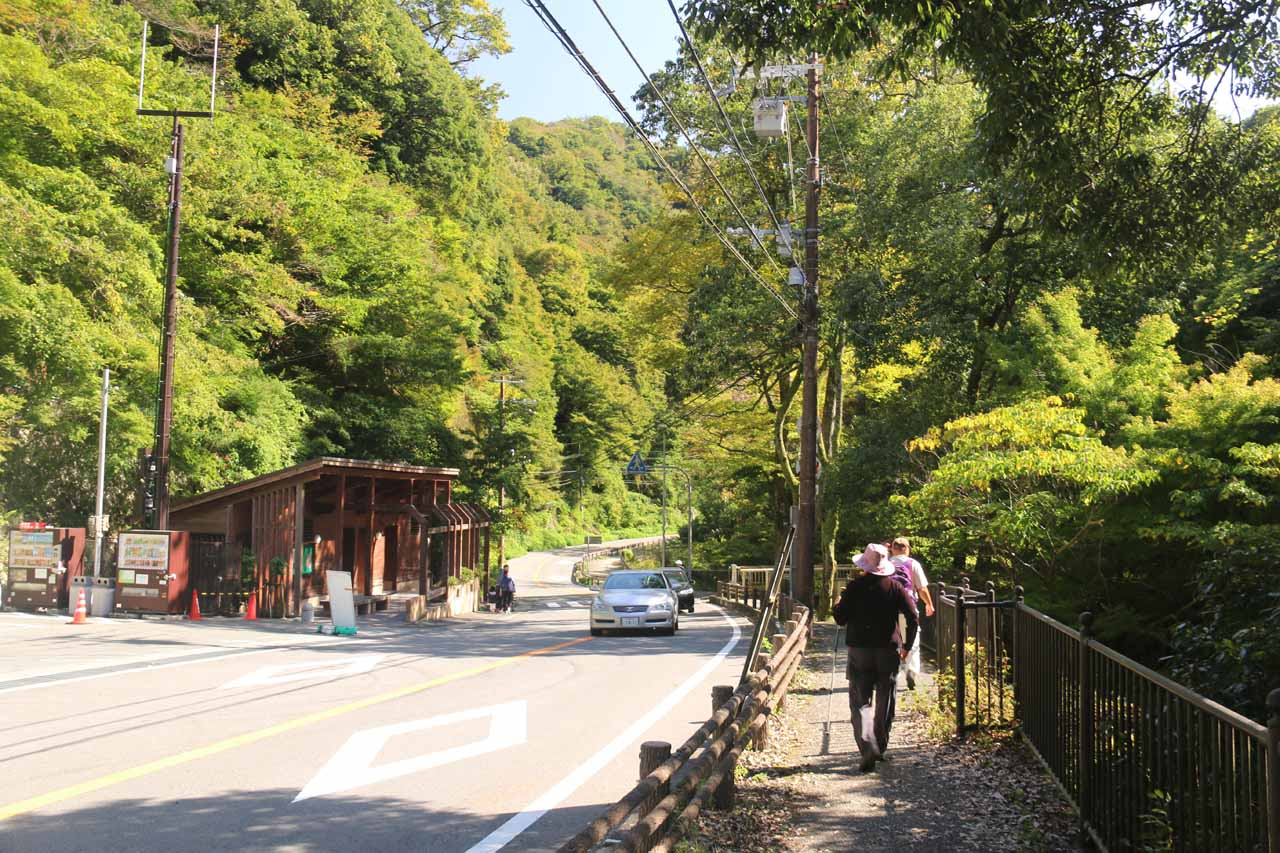 Walking along the Route 43 towards the Minoh Waterfall
