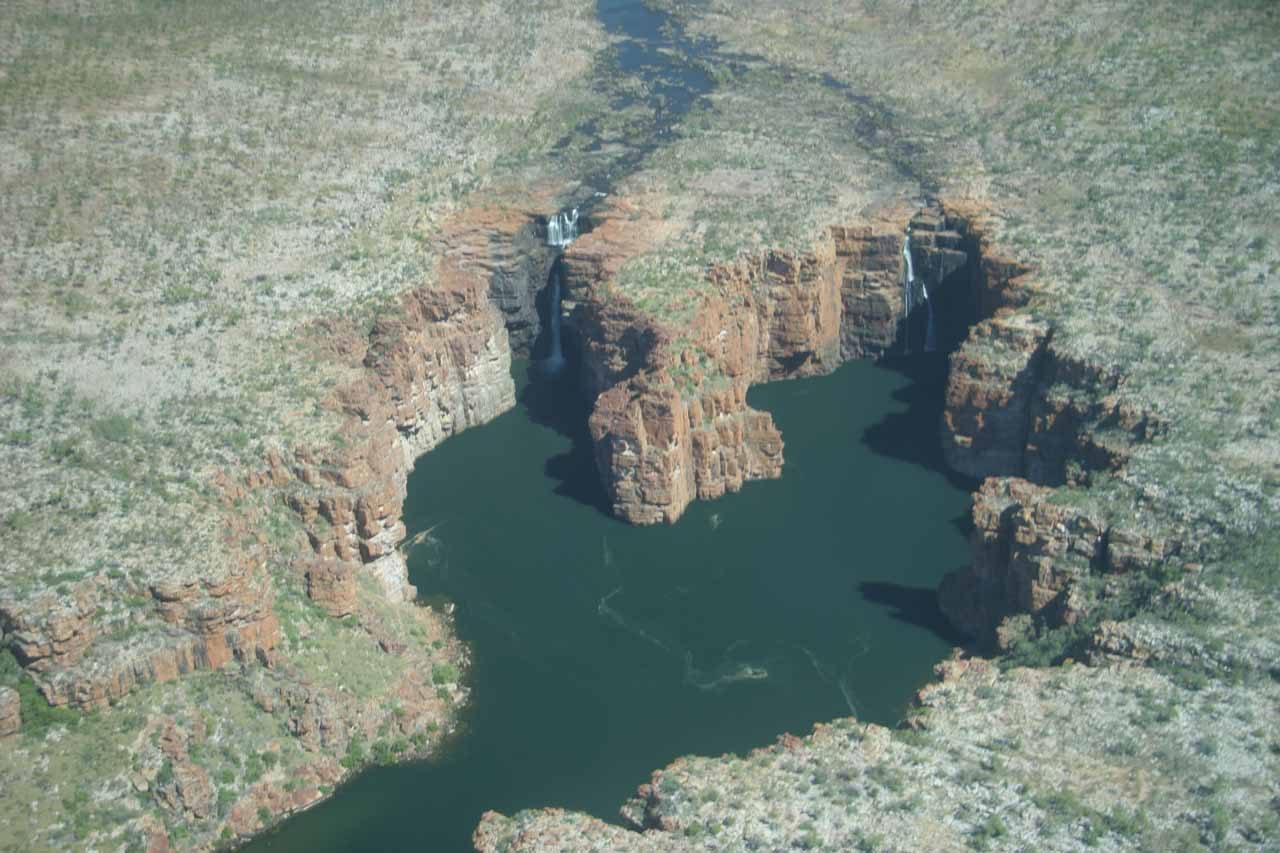 Contextual view of the horseshoe-shaped gorge caused by King George Falls