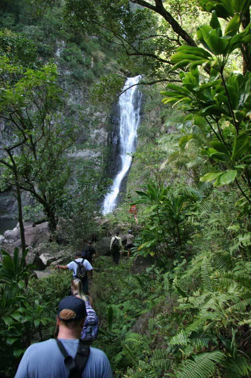 Approaching Moa'ula Falls
