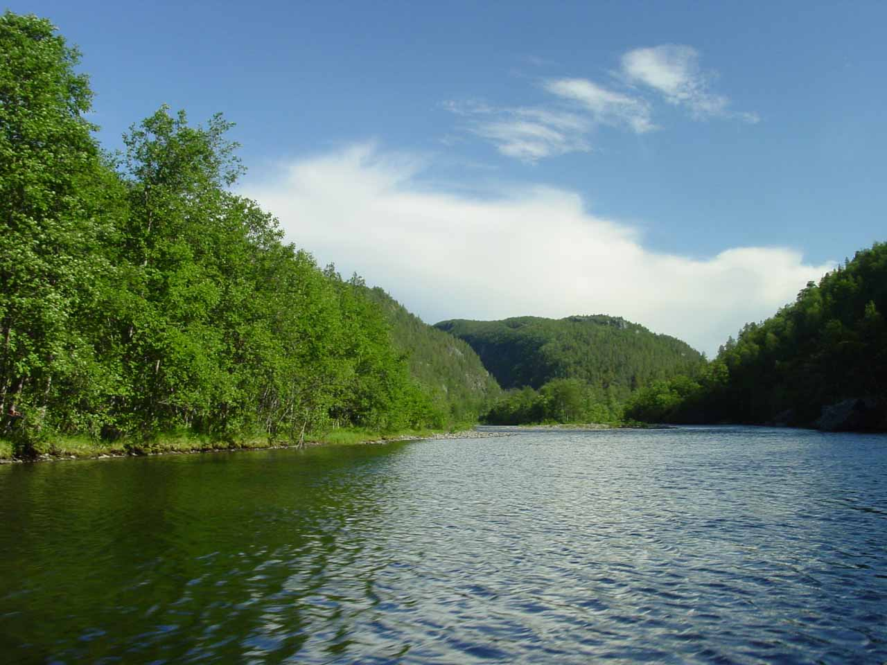 Continuing further up the scenic Reisaelva River in Reisa National Park